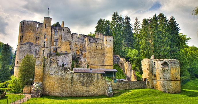 shutterstock_103296227-beaufort-castle_1